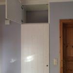 Wandnischenschrank mit Türen in Brettoptik